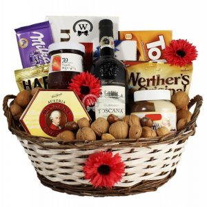 Classic Sweet – Wine Christmas Gift Basket in Europe