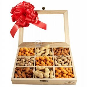 Going Nuts – Nuts Selection Wooden Kit Christmas Gift