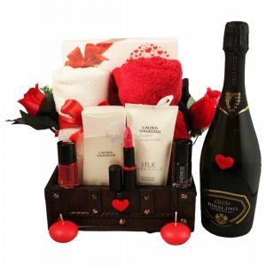 Love Sparkling Senses – Luxury Spa and Care Christmas Gift Basket