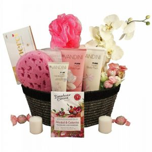 Sasha's Pink Sweet Aromatic Love Boat – Spa Christmas Gift Basket
